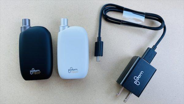 プルームテックプラス・ウィズのデバイス本体と充電ケーブル